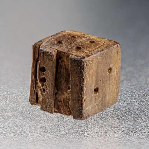 Würfel und Spielstein